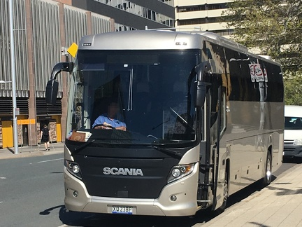 XQ23BP-Scania-Touring-Front