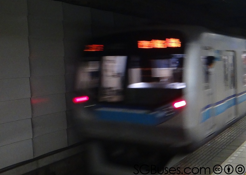 TokyoMetro-05Series-Ext-Departing